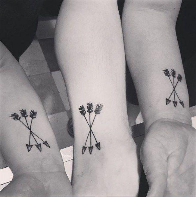 les 25 meilleures id es de la cat gorie tatouages des trois soeurs sur pinterest tatouages 3. Black Bedroom Furniture Sets. Home Design Ideas