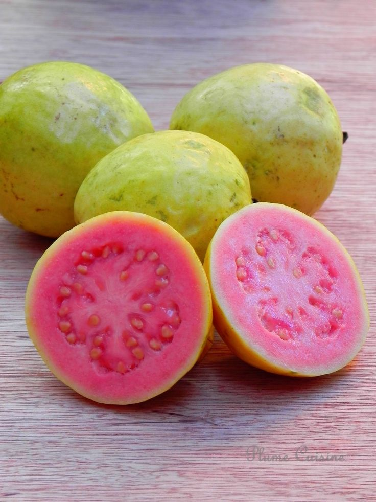 The wonderful guavas which were so readily available.  Jolies goyaves roses
