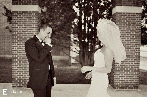 First time the groom sees the bride// that reaction