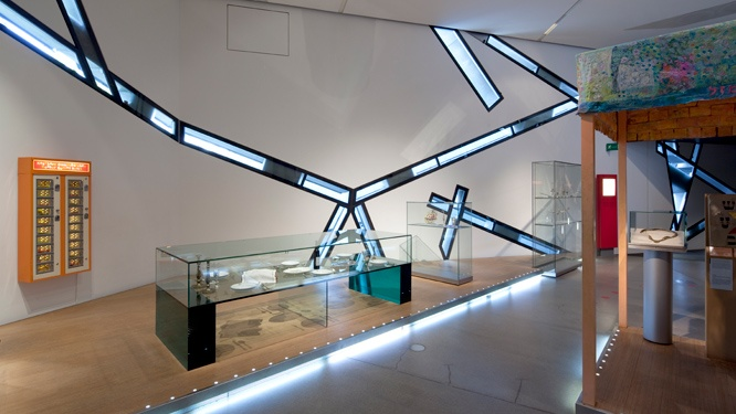 """View of the permanent exhibition, segment """"Tradition and Change"""""""