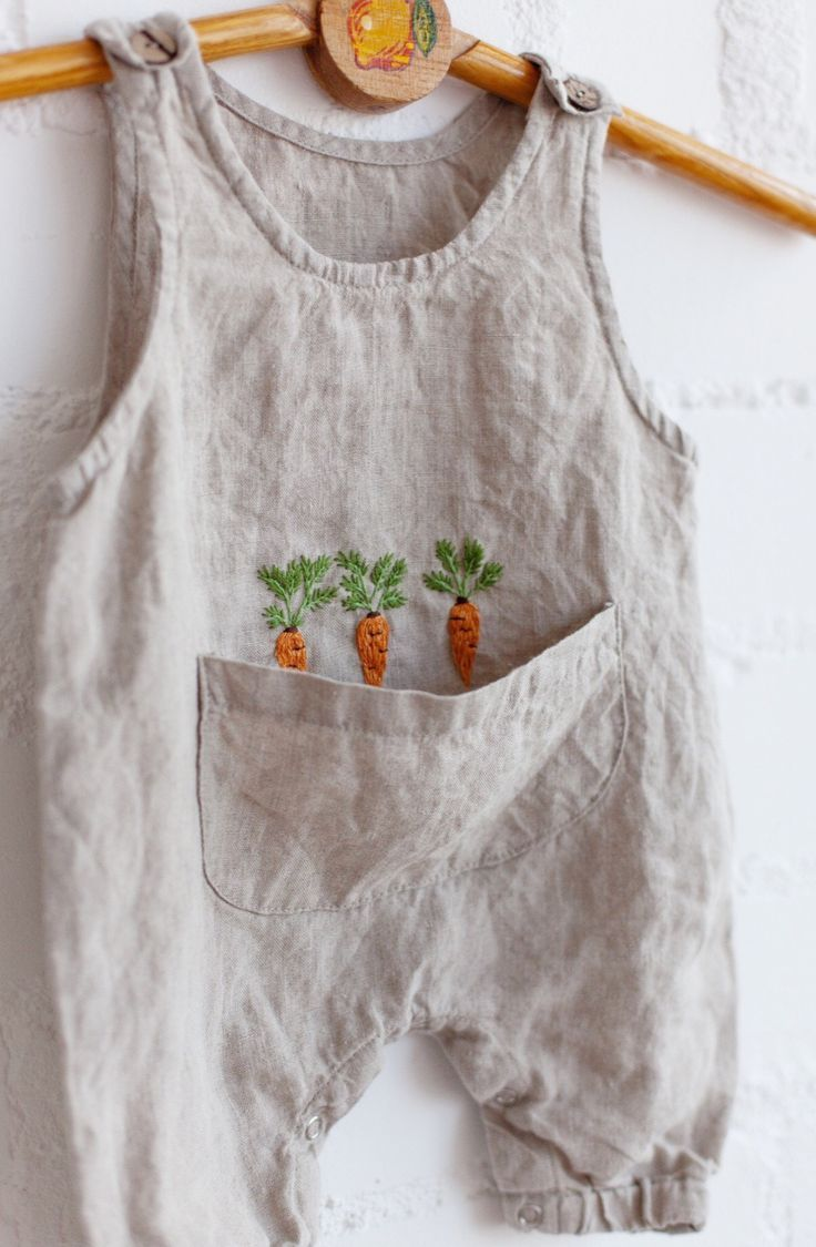 Handmade Linen Baby Romper With Embroidered Carrots | Lapetitealice on Etsy #fal... 3