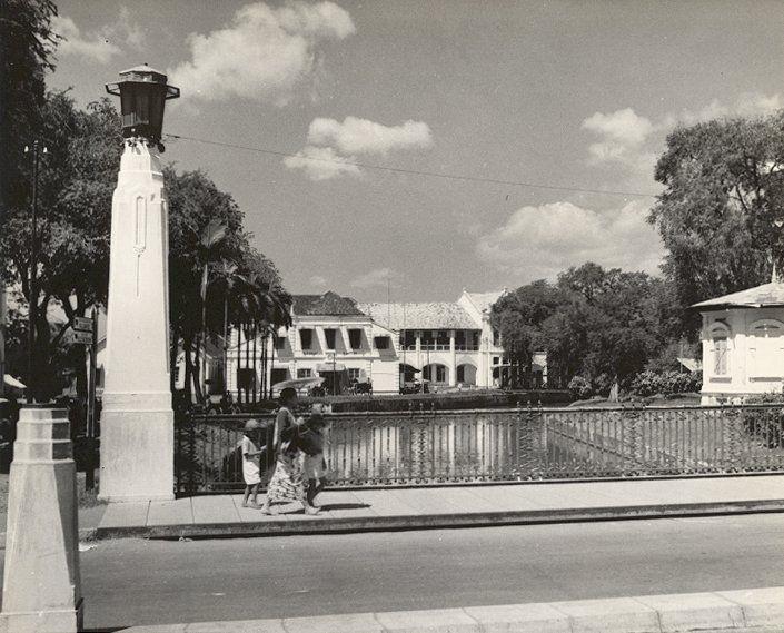 Straatbeeld (Jembatan Berok/De Willemsbrug) Semarang, Java, Indonesië (1933)
