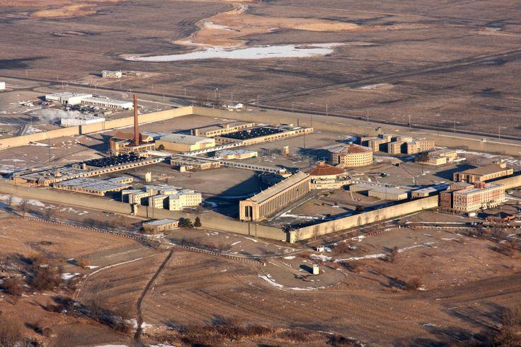Stateville Correctional Center, Joliet, Illinois, USA parzialmente panottico (roundhouse), inaugurato nel 1925.