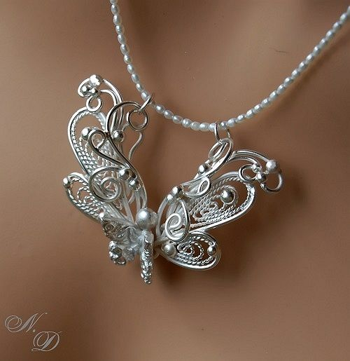 Talent of amazing people,,,, so dainty, I love it!!!!! Would be gorgeous for a wedding dress