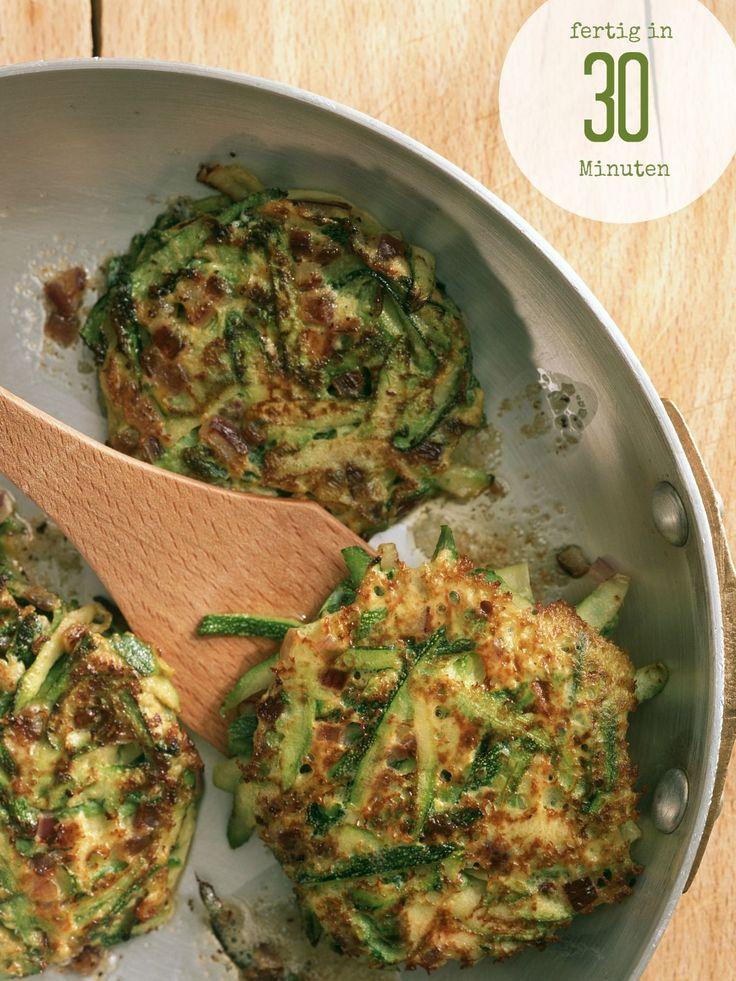 So gut! Schnelle Zucchini-Puffer | Zeit: 30 Min. | http://eatsmarter.de/rezepte/zucchini-puffer