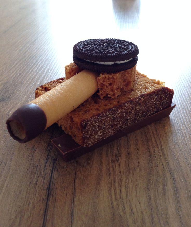 Traktatie jongen legertank Oreo ontbijtkoek glazuur kitkat oubliekoek