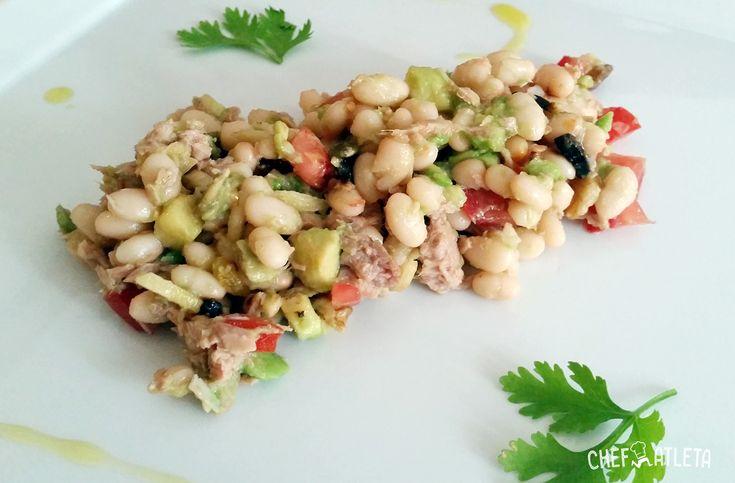 Fácil y sencilla receta de Ensalada de alubias de Santa Pau con aguacate y nueces. Homenaje a la gastronomía Catalana en forma de ensalada.