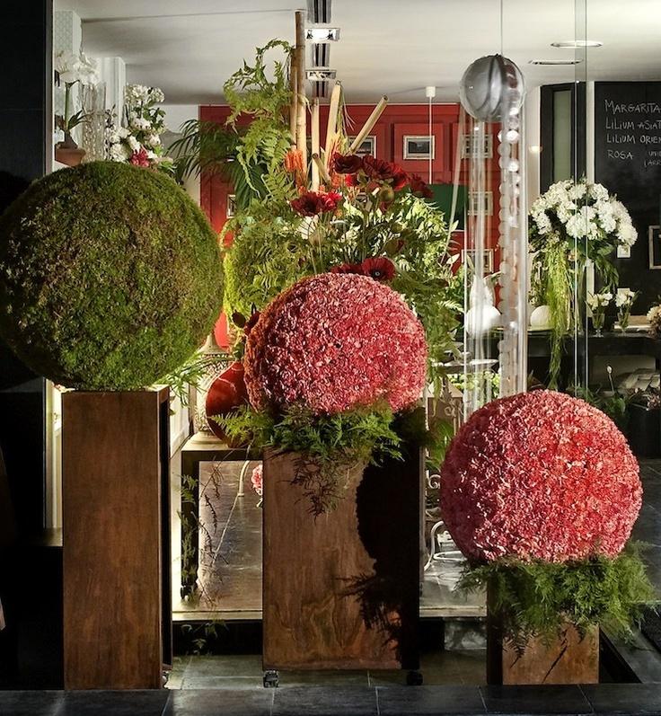 Esferas florales en nuestro local de Las Tablas.