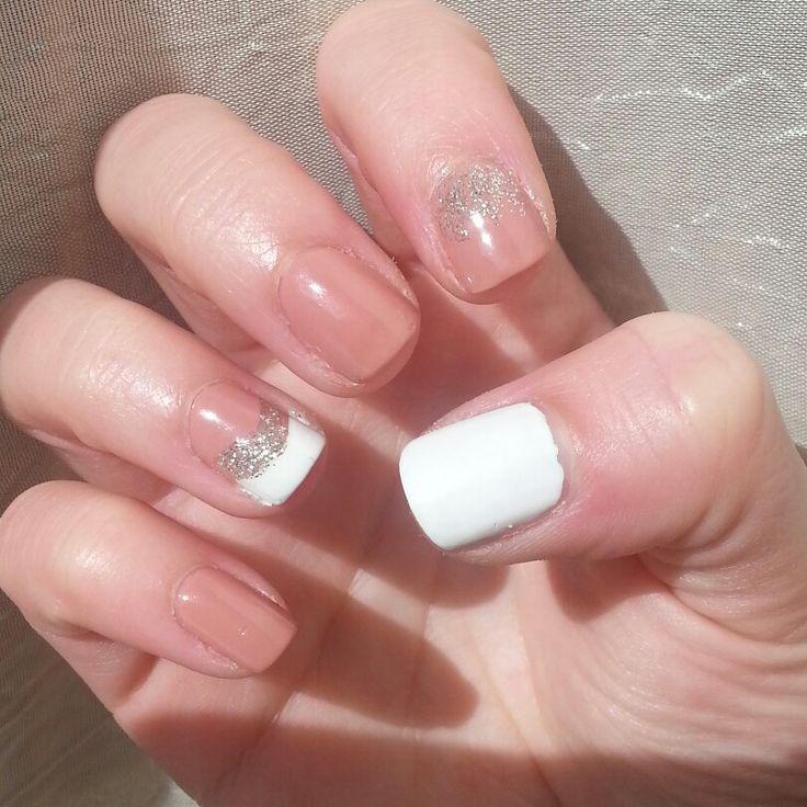 Nails of the day!! #nails #nude #white #glitter #nailart #naildesign #nailaddict #nailjunkie #nailtalk #notd #beauty #beautyaddict #beautyjunkie #beautytalk