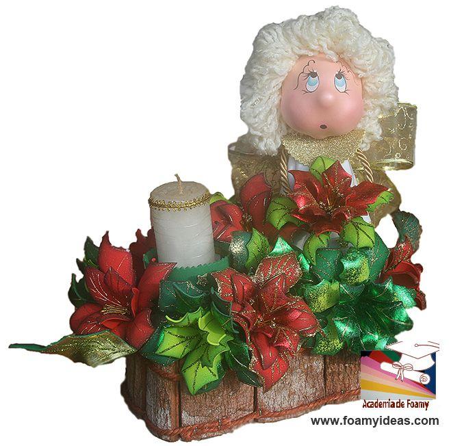 Centerpiece for Christmas. It is made from EVA foam. Centro de mesa para Navidad, hecho de foamy o goma EVA.