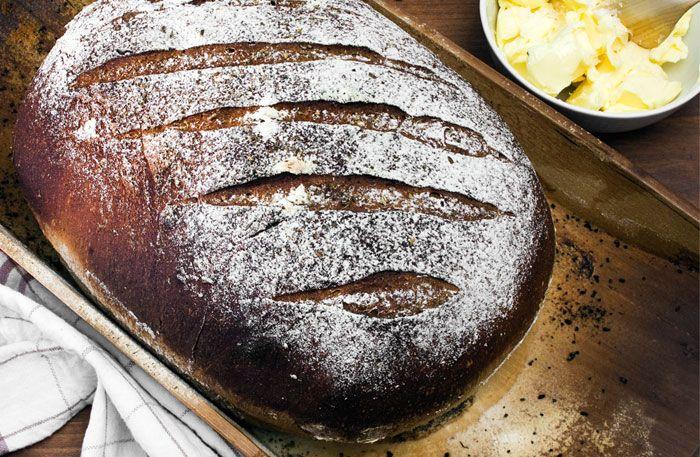 Pomerans, kardemumma, kanel, fänkålsfrön och ingefära – det här brödet doftar lika gott som det smakar.