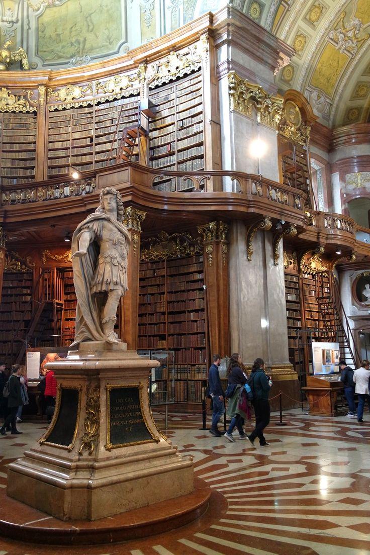 Salle d'apparat de la bibliothèque nationale d'Autriche, Hofburg, Vienne (Autriche) #Prunksaal #library #baroque #Vienna #Wien