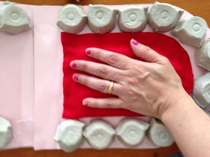 "Divertida maqueta ""Fabricada con cartones de huevos"" para enseñar"