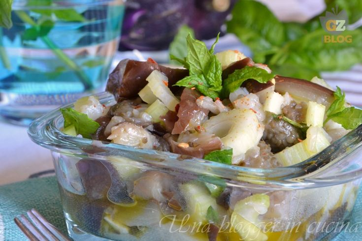 insalata di melanzane alla siciliana, un contorno leggero preparato con melanzane cotte in acqua e aceto, sedano, aglio, menta, peperoncino.