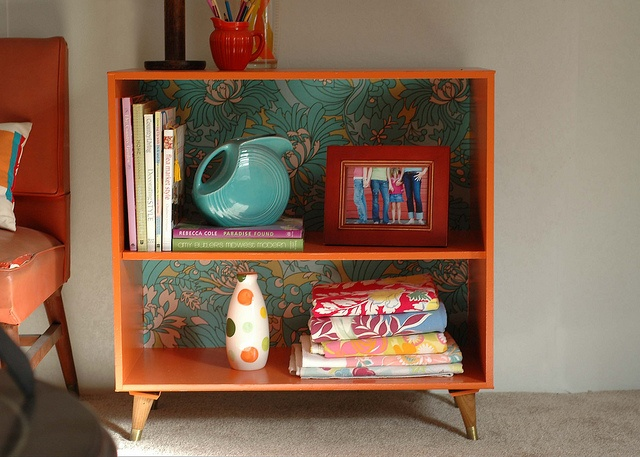 Old shelves do up. Painted in 60's inspired colour (I'd love yellow or blue as well) and backed shelves with vintage pattern paper. Very simple, very cool eye candy. Interior porn. Love. x
