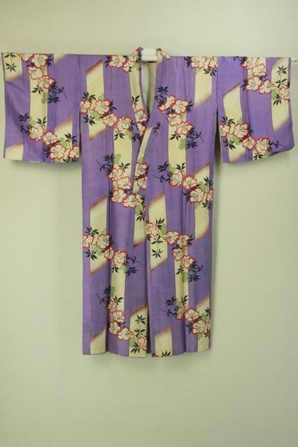 Mild purple naga juban / 薄紫色地 破れ縞と花柄 長襦袢 #Kimono #Japan http://global.rakuten.com/en/store/aiyama/