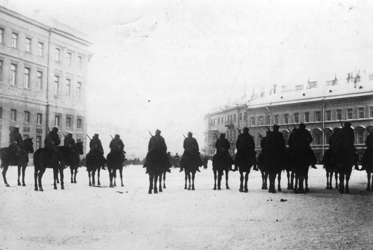 The Russian military before the Winter Palace, January 1905.