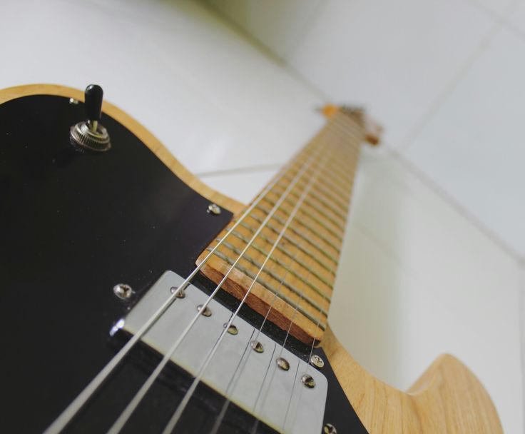 Fender Telecaster Deluxe. This's signature pickups, the result is that there's more sustain and loud. #guitar #fender #deluxe #vintage #rock #krovosh