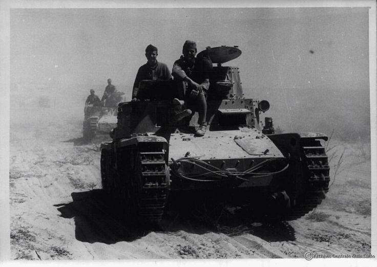 Deserto di Sidi Barrani, 1940. Carri armati M11/39 in marcia. Sidi Barrani desert, 1940. M11/39 tanks - pin by Paolo Marzioli