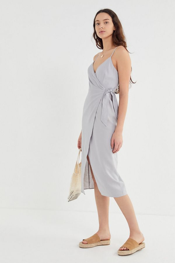 cc6e6c83 UO Quebec Linen Side-Tie Midi Wrap Dress in 2019 | summer 19 | Wrap ...