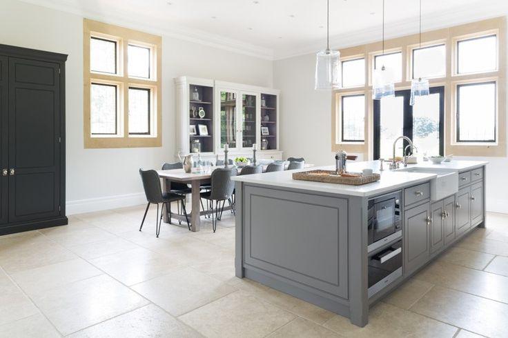 www.humphreymunson.co.uk wp-content uploads 2015 08 Luxury-Bespoke-Family-Kitchen-Ascot-Berkshire-Humphrey-Munson-21.jpg