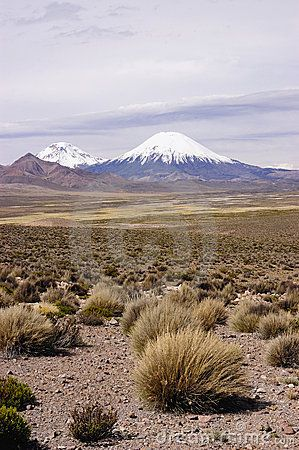 Pomarepe and Parinacota volcanoes over 6,000 meters