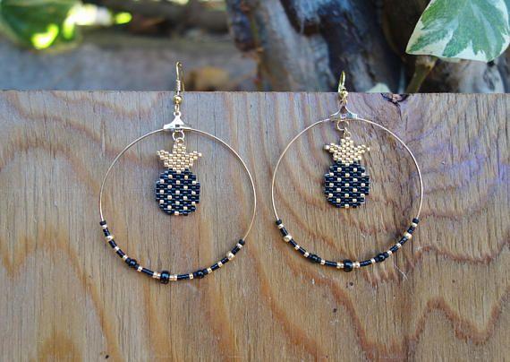 Boucles d'oreilles créoles en perles Miyuki sur le Comptoir des Perles. Existent aussi en blanc et or ! À retrouver sur la boutique Etsy.