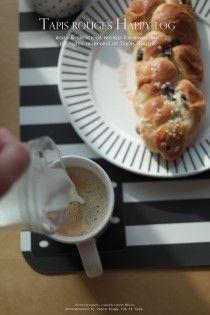 오늘은 맛있는 머리땋은모양 빵 헤페촙프로 차려낸맛있는 브런치로 아침을 열었어요 유럽 여행 할 때 맛보...