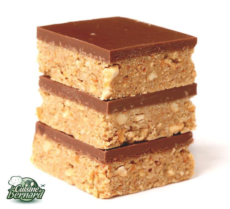 """Les """"Peanut Butter Squares"""" : Recette pour 16 """"peanut butter squares"""" ou 64 mini squares:  -125g de shortbreads (ou autres biscuits) -200g de bretzels apéritifs -150g de vergeoise blonde -180g de beurre doux -200g de beurre de cacahuète crunchy  Chocolat: -240g de chocolat au lait -60g de beurre de cacahuète lisse (smooth)"""