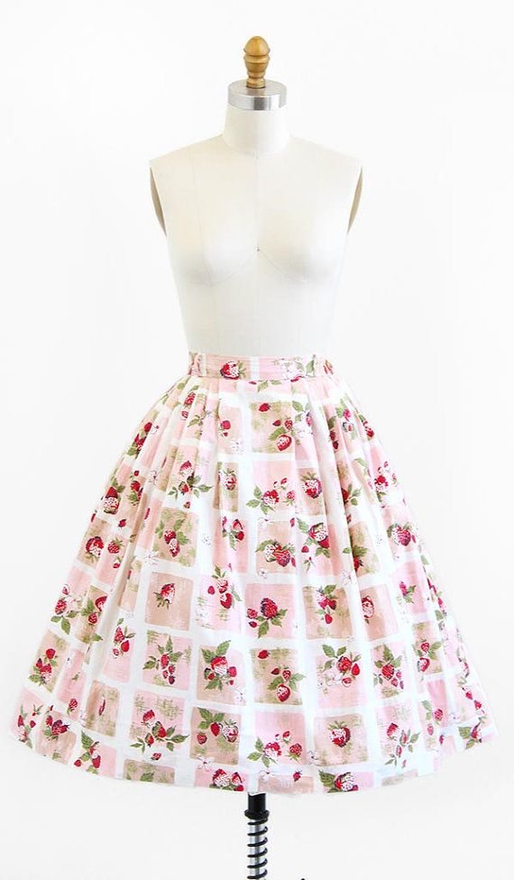 vintage 1950s pink strawberry print skirt | http://www.rococovintage.etsy.com