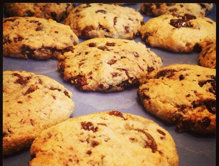 Bűntudat-mentes finomságra vágysz? Készítsd el ezt az ínycsiklandó csokis-kókuszos sütit!