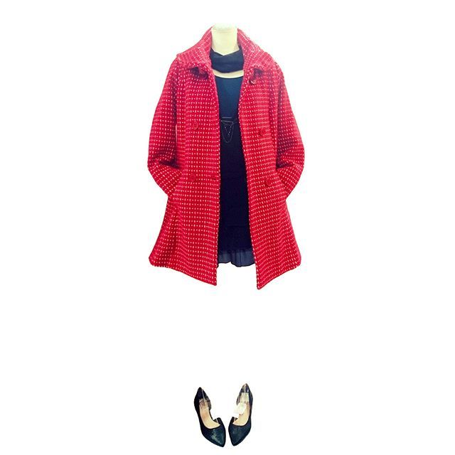 Christmas outfit lady with brigh red coat.    #ファッション #コーディネート #セレクトショップ #長野県 #諏訪 #岡谷 #fashion #coordinate #outfit #ootd #backlane   #真っ赤 #赤いコート #プリンセスコート #大人クリスマス #ニットワンピース #フレアワンピ #ネイビー #クラシカル #brightred #princesscoat #knitdress #navy #classic #christmasoutfit