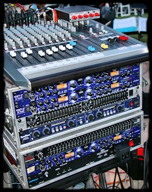 Best Live Sound System | Live Sound Engineering & PA System Rental