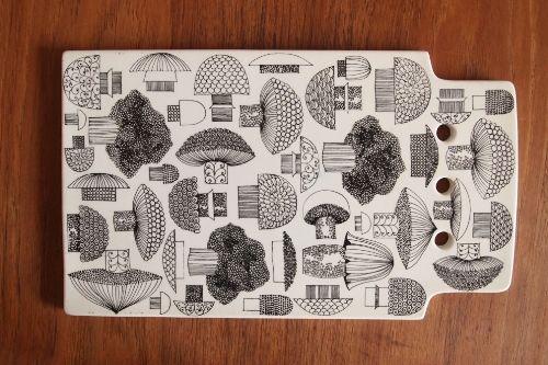 arabia cutting board, illustration by esteri tomula
