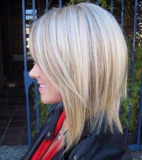 Shoulder Length Haircut with Deep Side Bang