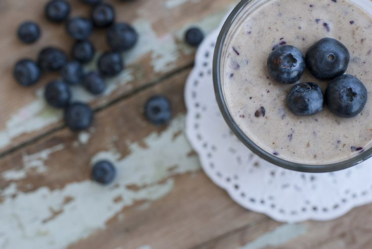 Berry breakfast smoothie (vegan, quick and easy)
