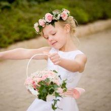 Элегантный наряд для девочки с цветами