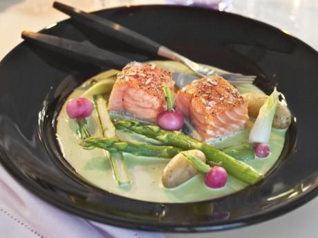 Inkokt lax med citrongräs och japansk ärtsås | Allt om Mat