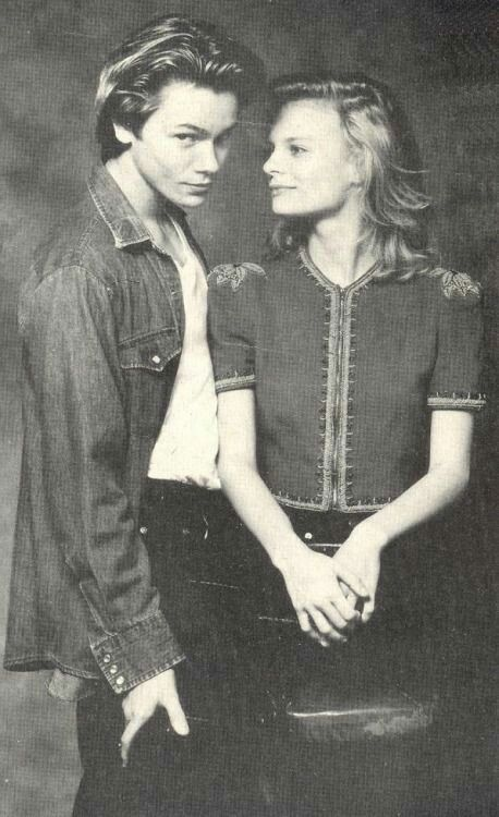Who was river phoenix dating when he died