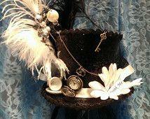 Mad Hatter Alice in Wonderland door middel van het kijkglas Steampunk Bespoke Mini cilinderhoed echte Pocket Watch theekopje drankje Me!  Bruiloft Ascot