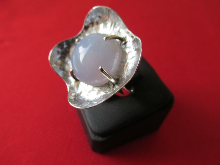 Gümüş yüzük - Silver ring;         Altınova mavi kalsedon taşlı - Altınova blue chalcedony stone.