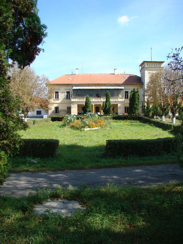 ACESTA ESTE ROCK CLUB   platoul din fata ROCKULUI- are 2 hectare- 2 km patrati-( ASA SCRIE PE ACTE)  BUN VENIT  programari la primaria BORSA MARAMURES TRANSILVANIA ROMANIA   http://www.youtube.com/watch?v=lPR7sU99fkk  mai detin unu in sud BASARABIA - la EX - NISPORENI - astept propuneri - ce spui ca vrei - aia faci - daca iti accept-  ion dragos sireteanu  ar fi bine de spus ce scrie pe placa nationalului din iasi- despre PAUL SIRETEANU