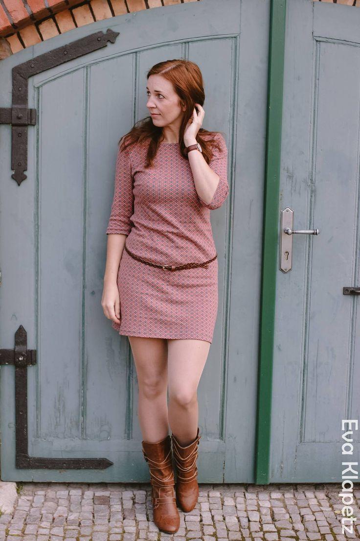 Fabric design Deborah van de Leijgraaf -- http://shop.by-bora.com -- #organic #jaquard #sewing #fashion #pattern #fabric #hearts #pink #petrol