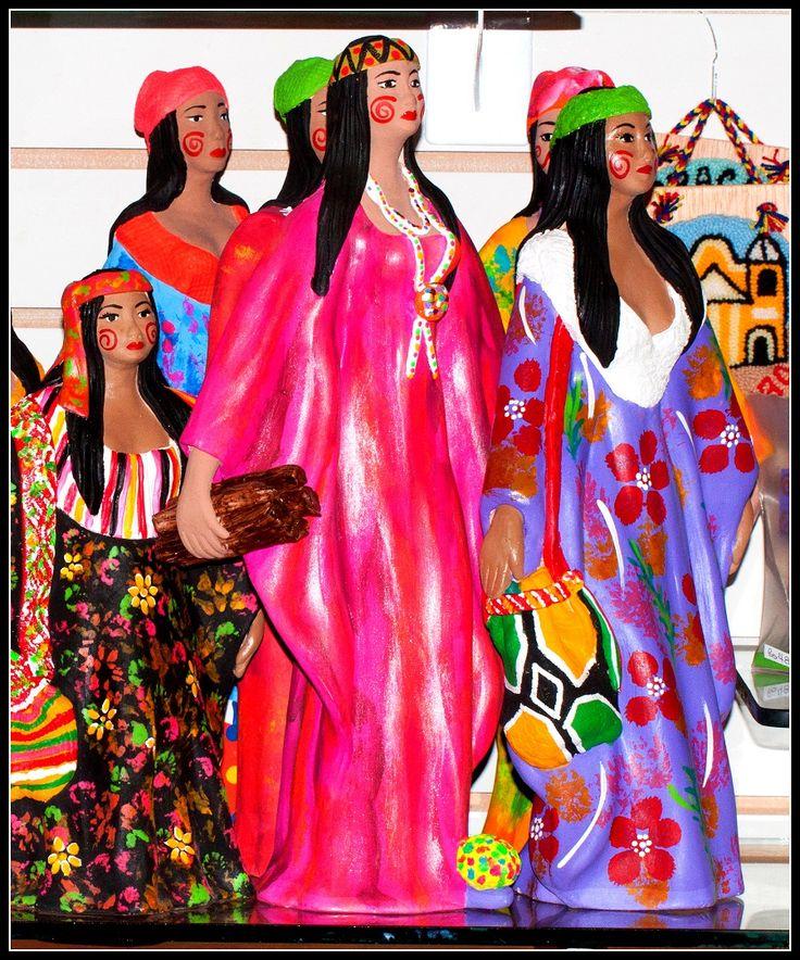 Artesanía de la goajira venezolana, muy colorida y con gran mensaje de su etnia Wayuú!: