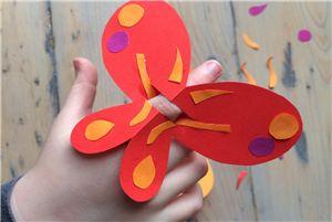 Fladder in de rondte met deze leuke vlinder! #knutselen #zomer #diy