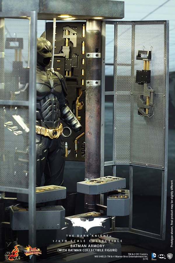 Hot Toys - The Dark Knight - Batman Armory (with Batman Collectible Figure)
