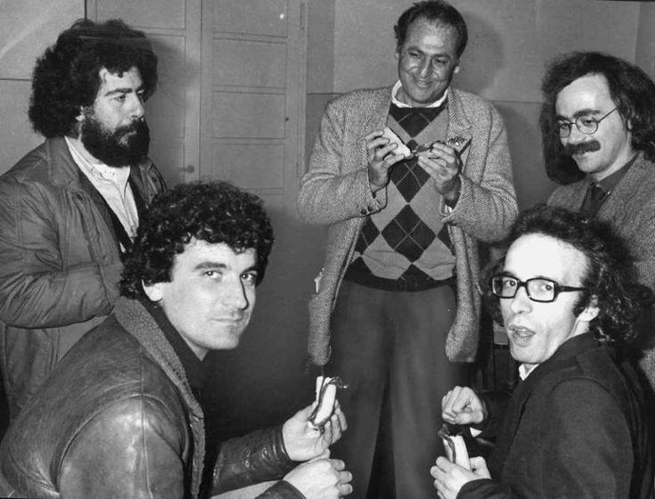 Italian Cult: alcuni dei maggiori esponenti della comicità intellettuale italiana di fine anni '70: Lello Arena, Massimo Troisi, Renzo Arbore, Maurizio Nichetti e Roberto Benigni.  #cult #italia #teatro #cinema #radio #lelloarena #massimotroisi #renzoarbore #maurizionichetti #robertobenigni #cultstories