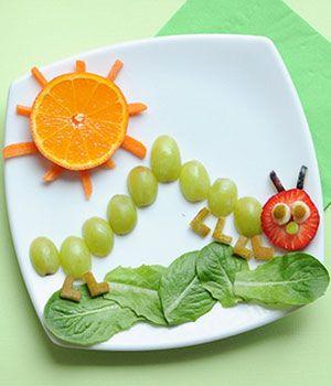 11 Creative Food Ideas Your Kids Will Love. ----------No le gustan los vegetales?? sorpréndelo con este divertido cienpies  y seguro jugando se lo comerá.