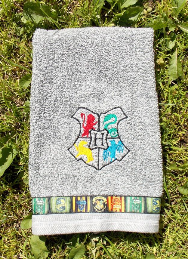 Hogwarts Hand Towel   Community Post: 19 Things You Need For Your Harry Potter-Themed Bathroom