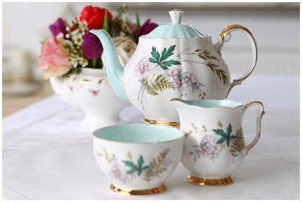 Lieschen und Ruth Vintage Teekannen 4 429px